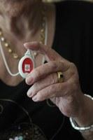El Ayuntamiento de Lleida tiene 76 dispositivos en activo de Teleasistencia para mujeres en situación de violencia machista