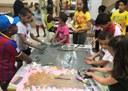 Una veintena de niños participan con sus familias en el proyecto Carta de colores que fomenta la diversidad