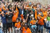 """Flashmob """"Jo sóc com tu"""" a la plaça de la Paeria per conscienciar sobre la paràlisi cerebral"""
