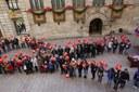 Llaç humà a la plaça de la Paeria per commemorar el Dia Mundial de Lluita contra la Sida