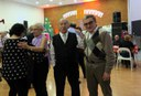 L'alcalde Ros saluda els assistents al dinar de Nadal de la Llar de Jubilats de la Bordeta