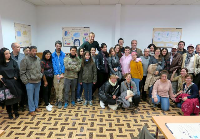 Usuaris de La Saleta participen en la creació d'un banc de coneixement amb alumnes de l'Escola d'Art i Treball Social
