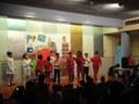 El nens i nenes del centre obert Pas a Pas celebren el Nadal